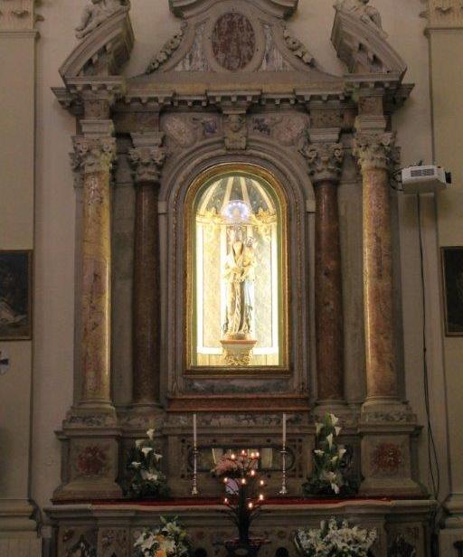 Altare alla Madonna.