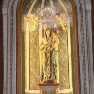 Altare alla Madonna